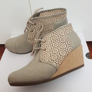 SKECHERS BOBS High-Notes Rocket Wedge Bootie Taupe